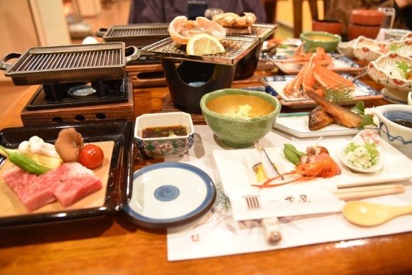 夕食全体写真@ゆばらのお宿米屋