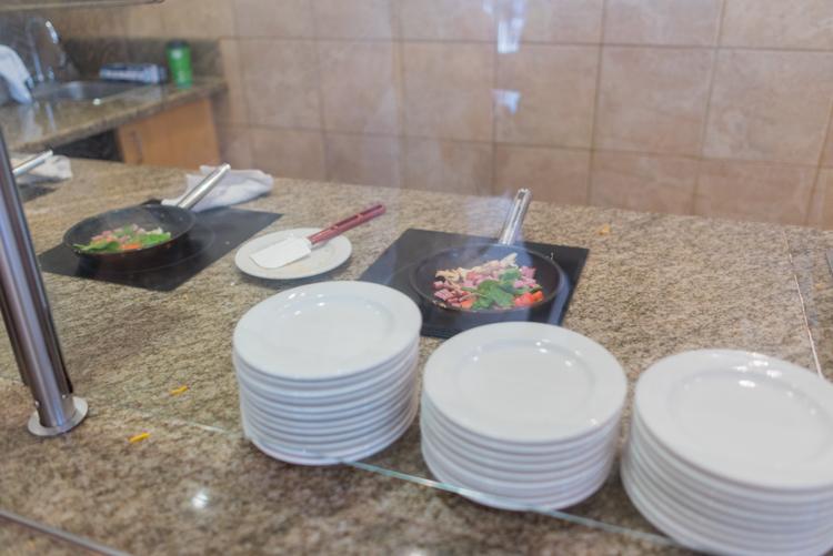 朝食ビュッフェ-4@エンバシー・スイーツ・ワイキキ・ビーチ・ウォーク