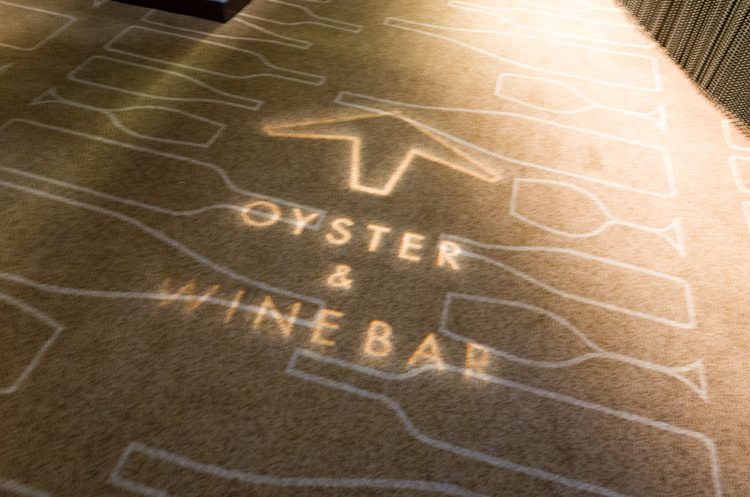 外観@OYSTER & WINE BAR