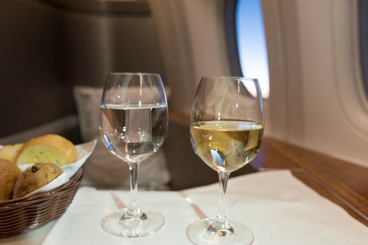 白ワイン@CX549ファーストクラス-2