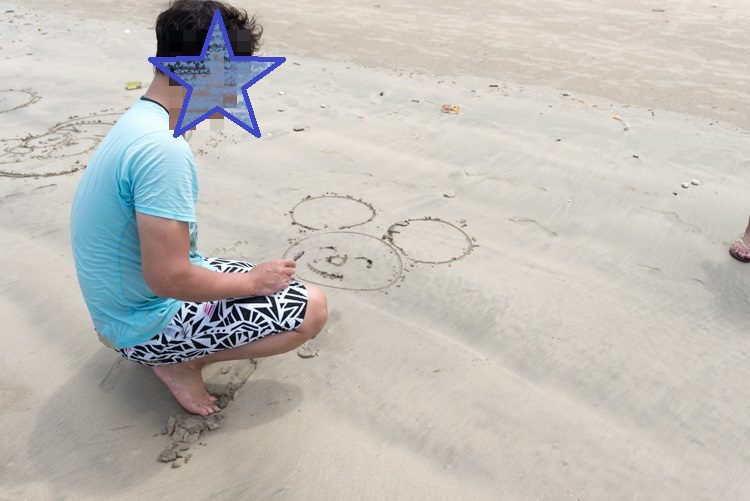 ジンバランビーチで海遊び-9