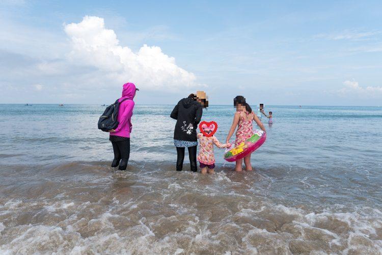 ジンバランビーチで海遊び-2