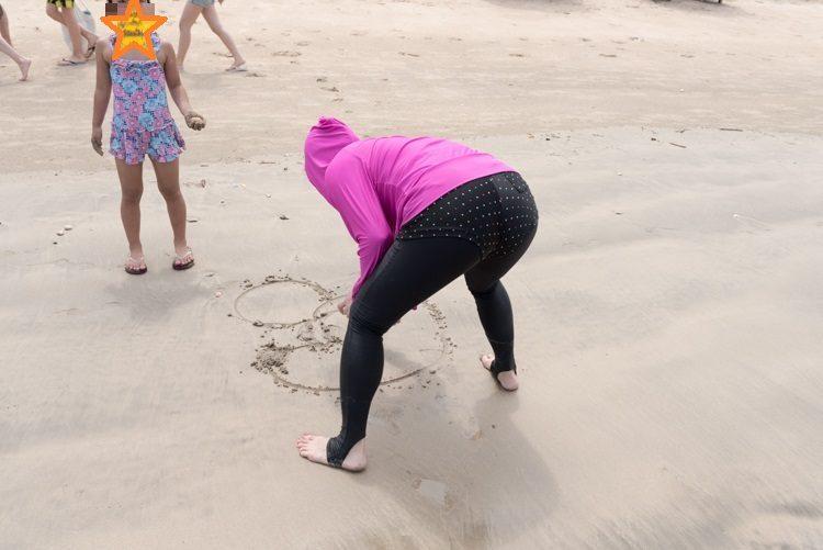 ジンバランビーチで海遊び-8